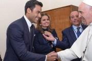 El Papa Francisco nombra a Carlos Rivera como el embajador de su Fundación