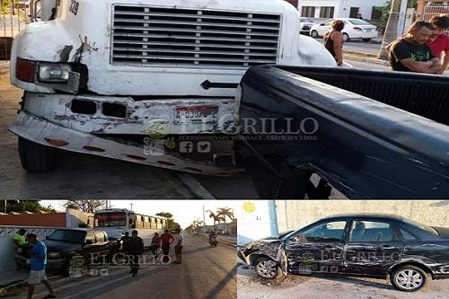 Pierde el control de su guía y ocasiona una carambola, en Progreso: no hubo heridos