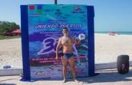 Carlos Franco nadó 30 kilómetros entre Sisal y Celestún, en ocho horas