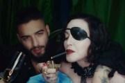 Madonna le besa los pies a Maluma en un nuevo vídeo