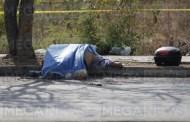 Por un golpe de calor, derrapa con su moto y muere en Ciudad Caucel