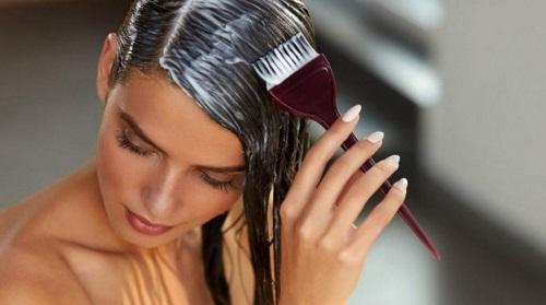Pintarse el cabello con frecuencia provoca cáncer