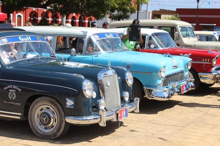 Rally Maya 2019 llegó a Motul con más de 100 automóviles clásicos