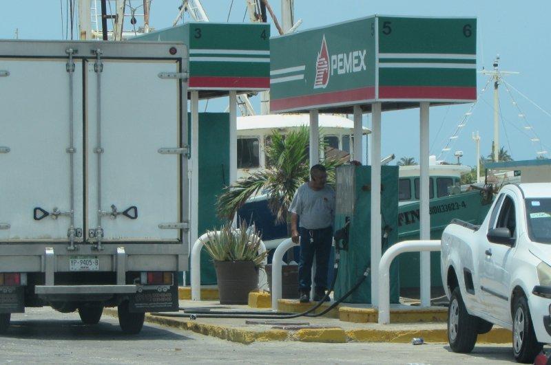 Gasolinera del puerto de abrigo de Yucalpetén pasa la prueba de verificación
