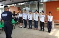 Vigilantes escolares toman protesta en la escuela primaria