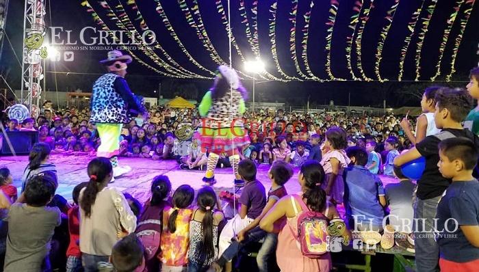 Menores de Oxkutzcab reciben seis mil regalos, por el Día del Niño
