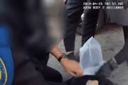 Policías de EEUU arrestan a un niño y le ponen una bolsa en la cabeza