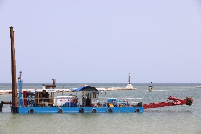 Avanza a buen ritmo el dragado del Puerto de Abrigo de Telchac