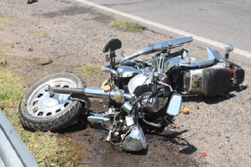 Ebria, muere tras derrapar con su moto y chocar contra un poste, en la carretera a Oxkutzcab