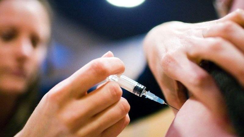 Gobierno alemán multará a padres que no vacunen a sus hijos contra el sarampión