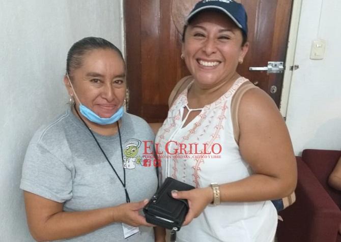 Empleada de Chichén Itzá devuelve una cartera que halló en los baños