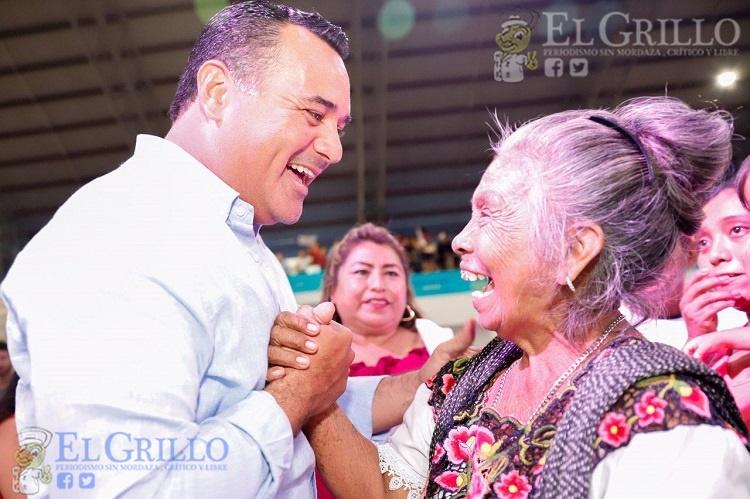 """Renán Barrera informa en San José Tecoh, en un """"primer corte"""", las labores realizadas"""