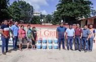 La Comuna de Oxkutzcab dona pintura para el telebachillerato de Yaxhachén