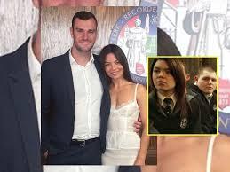 Sin trucos de magia, actriz de Harry Potter se casa con el heredero de Playboy