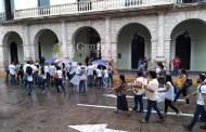 Trabajadores del COBAY hacen un plantón frente al Palacio de Gobierno