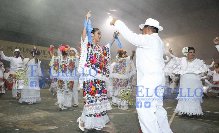Con la tradicional vaquería la fiesta por el XXIX aniversario como ciudad, de Umán