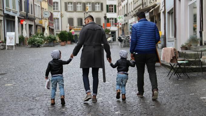 No aceptaron a sus gemelos en la guardería por ser papás homosexuales
