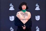 Mon Laferte enseña los senos como protesta en apoyo a Chile (VÍDEO)