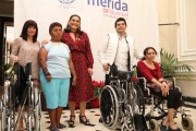 Renán Barrera entregó aparatos ortopédicos a más de 80 personas con discapacidad