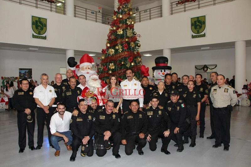 La SSP se viste de ambiente navideño: Enciende su árbol de Navidad