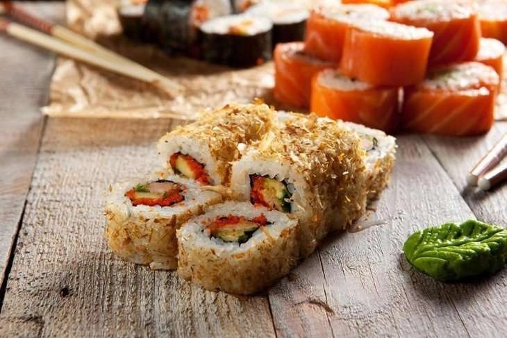 salmon skin roll healthy