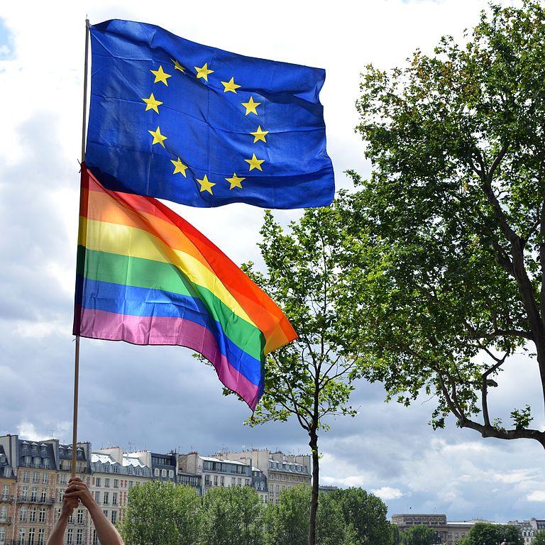 Drapeau européen et arc en ciel