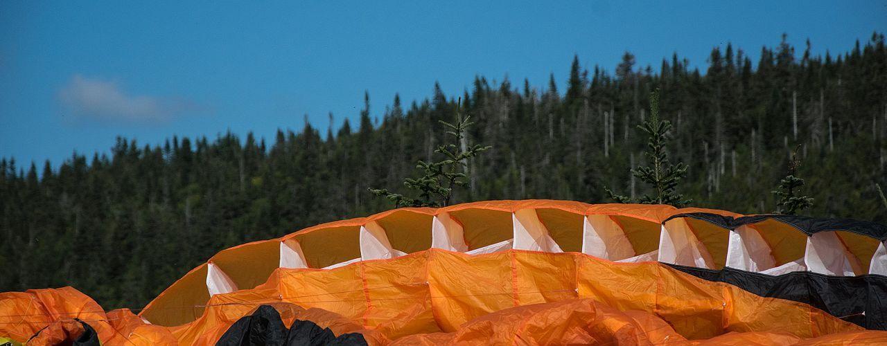 tuto  u2013 comment plier son parachute  part 1    u2013 grimpe chute vol
