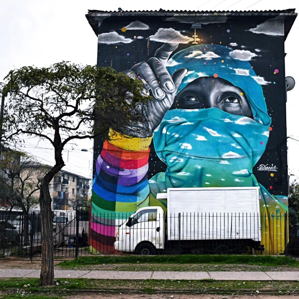 A street art guide to santiago chile gringa journeys for Carpenter papel mural santiago chile