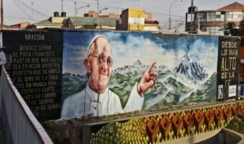 They erected huge billboards along his route. Photo: Popalainfo.es