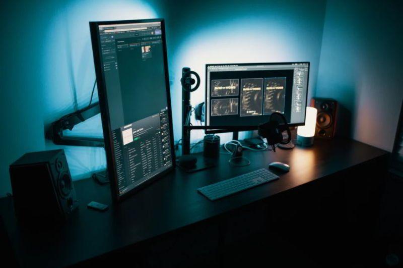 stunning dual monitor ideas