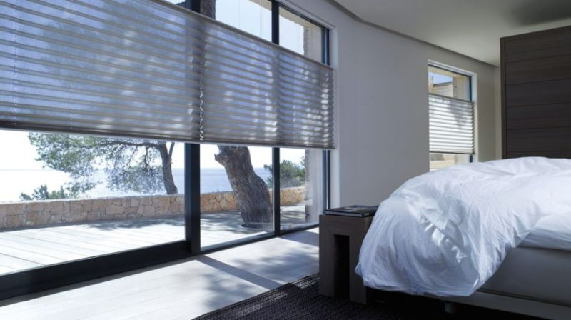 Curtain with Simplicity of Pleated Blinds