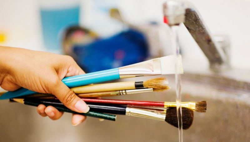 cleaning acrylic paint brushes in sink