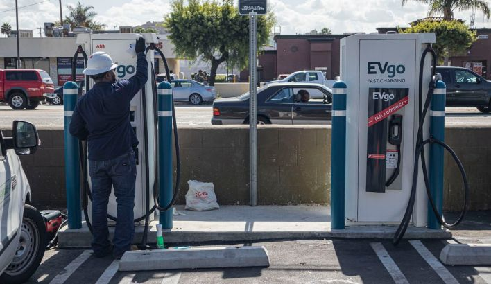 500000 charging stations Biden - Why electric cars are cheaper if you're rich