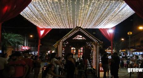 Pará de Minas inaugura iluminação natalina com chegada do Papai Noel neste sábado