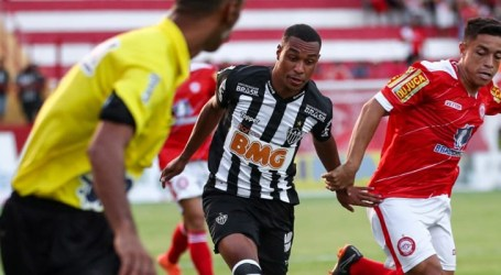 Com time alternativo, Atlético perde em Tombos