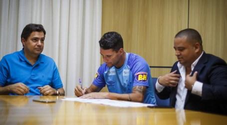 Cruzeiro anuncia renovação de contrato do meia Thiago Neves