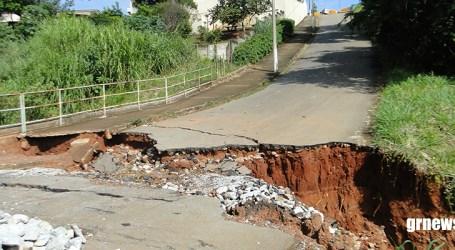 Moradores do Dona Tunica e Vila Raquel se sentem ilhados com longa interdição da Rua Cardeal Hugolino