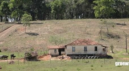 Quase um ano após crime ambiental, moradores de Córrego do Barro começam a receber auxilio emergencial da Vale