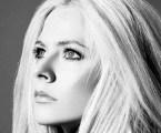 "Avril Lavigne lança nova versão de ""Head Above Water"""
