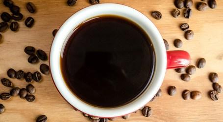 Excesso de café faz aumentar chance de pressão alta em pessoas predispostas