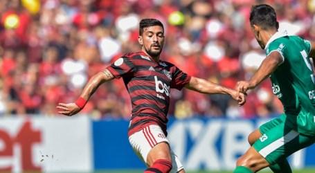 Arrascaeta faz hat-trick, e Flamengo goleia o Goiás