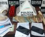 Suspeitos de tráfico presos em Pará de Minas e Divinópolis com quase R$ 30 mil, crack, maconha, cocaína e carro clonado