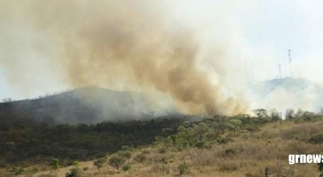 Tudo outra vez: novo incêndio destrói a vegetação na Serra das Torres em Pará de Minas