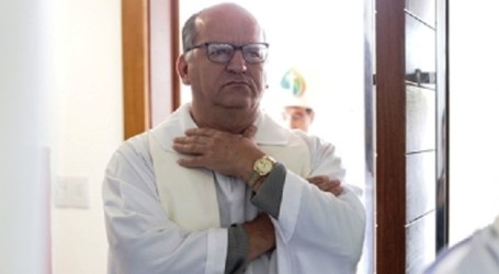 """Diocese de Divinópolis afasta padre acusado de """"comportamento moral impróprio e escandaloso"""" em Pitangui"""