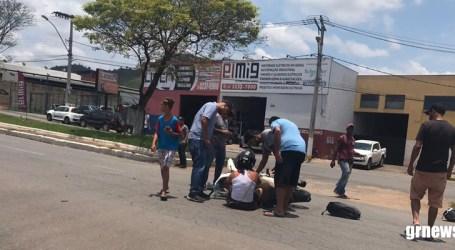 Mãe e filho ficam feridos após acidente na Avenida Professor Melo Cançado