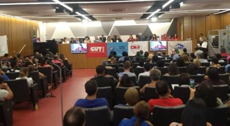 Servidores da Educação mobilizados contra fechamento de escolas, pelo pagamento do 13º e piso salarial