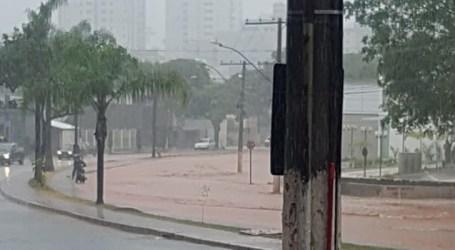 Chuva: revitalização acumula mais água de um lado da Presidente Vargas e transforma Torquato de Almeida em piscinão