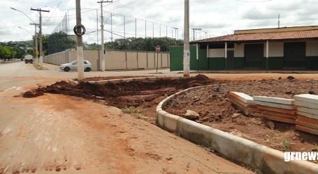 Após impasse, trabalhadores começam a construir rotatória próxima ao DEER