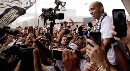 Massa atleticana faz a festa na chegada de Tardelli