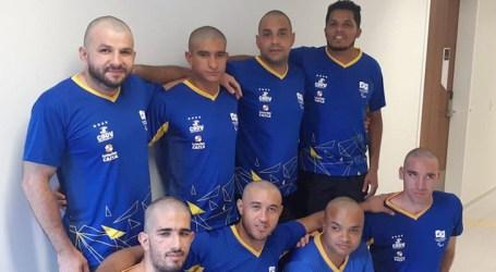 Atletas raspam cabeça em solidariedade a companheiro com câncer